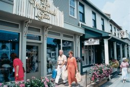 Shopping in the Village - (Photo Credit: ©Courtesy of St. Jacobs Country)